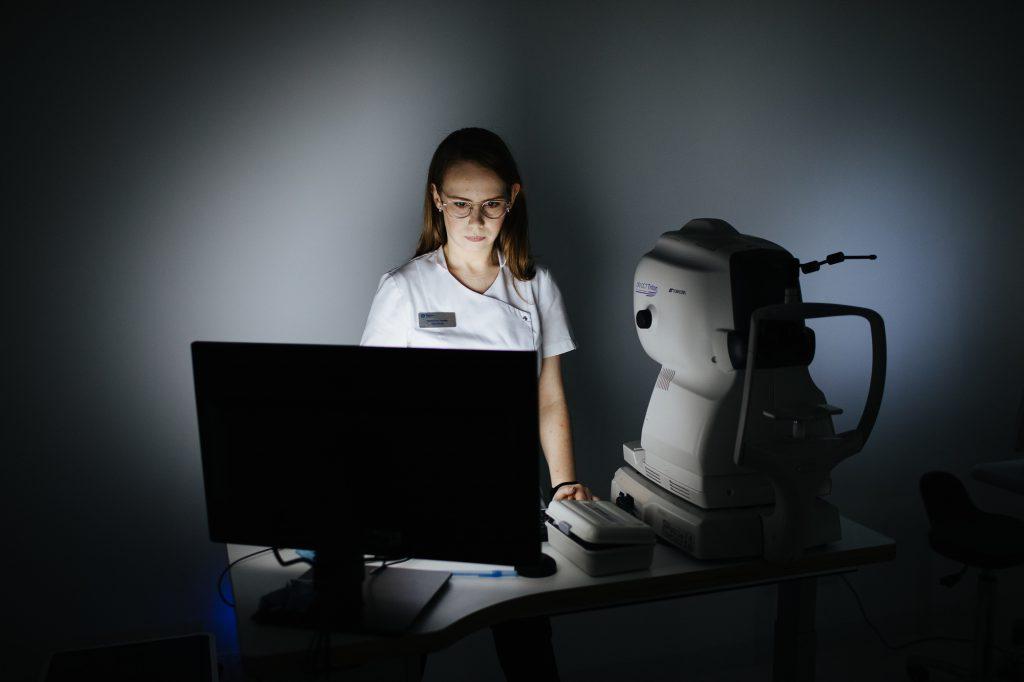 Badanie wzroku przy użyciu nowoczesnych komputerów